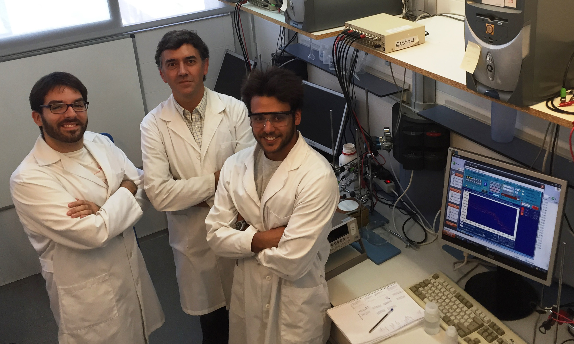 Ph.D. Tomàs Guinovart, Mr. Jordi Ferré and Professor F. Andrade at laboratory.